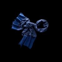 Originalus mėlynas šalikas puoštas vilna