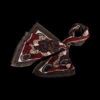 Lengvas šiltas spalvotas šalikas su klasikiniu ornamentu